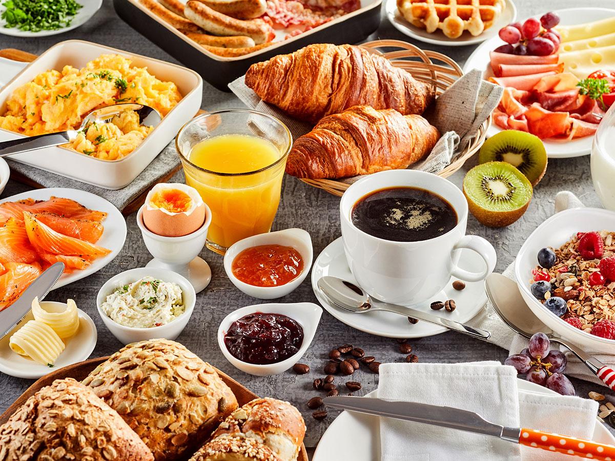 Frühstücksbuffet im Aparthotel am See